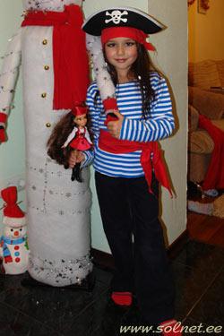 Костюм пирата для девочки на скорую руку картинки