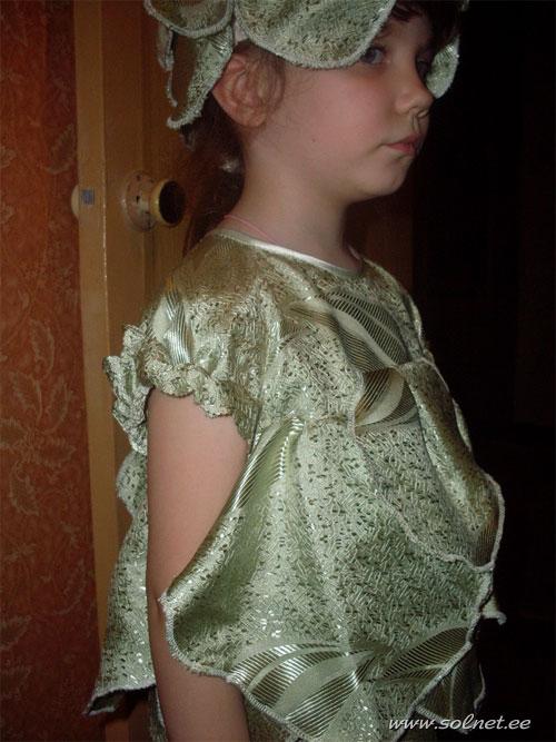 Сшить девочке новогоднее платье.