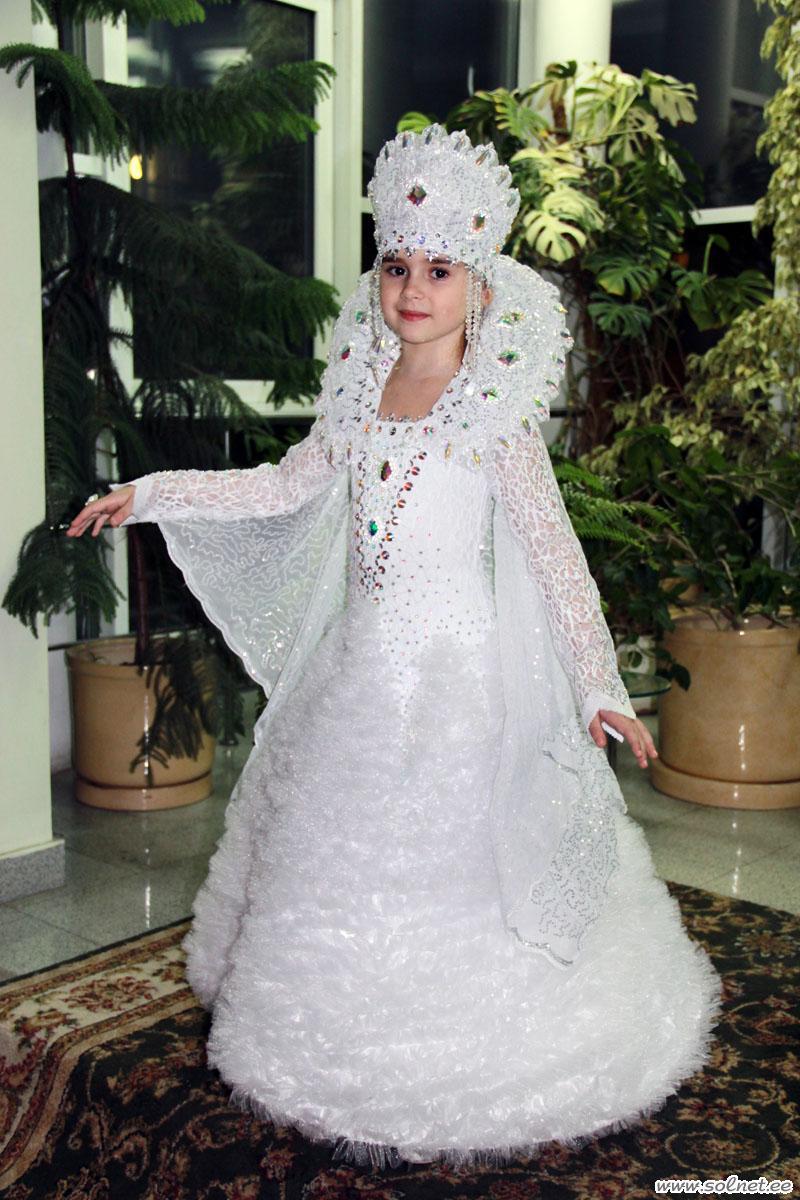 Снежная королева. Как сшить карнавальный костюм. Детский портал ... 808ea35ceee2d