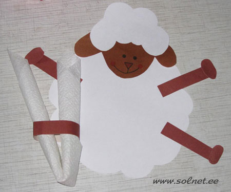 А теперь давайте устроим чаепитие!  1. Берем лист белой бумаги, рисуем тело барашка (или обводим по трафарету)...
